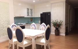 Cho thuê căn hộ đủ đồ tại Royal City- Tòa R1. (Hình ảnh thật). Căn hộ rộng 105m2, 2 phòng ngủ, 2 phòng tắm, phòng khách và bếp.