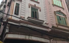 Hàng ngon-  Chính chủ cần bán gấp ngôi nhà mặt phố Bồ Đề, quận Long Biên