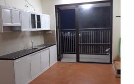 Chính chủ muốn cho thuê căn hộ 606, DT 70m2, chung cư Tăng Thiết Giáp, giá rẻ. LH 0912700518
