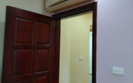 Cho thuê chung cư HH2 Bắc Hà, diện tích 120m2, 2 phòng ngủ, cơ bản, 10tr/tháng, LH: 0915651569
