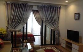 Cho thuê căn hộ chung cư Royal City căn góc, DT: 134m2, 3PN đồ đẹp, giá cực rẻ - 0904.56.57.30