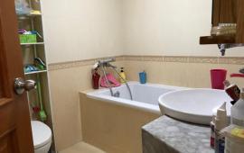 Giá tốt cho thuê căn hộ chung cư Hà Nội Center Ponit 2 PN, 72m2, đồ cơ bản, giá 10.5 tr/th