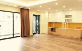 Cho thuê CH Golden Land, tầng 18, 145m2, căn góc các phòng thoáng, đồ cơ bản 11 triệu LH 0976 988 829