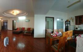 Cho thuê căn hộ tòa Trung Yên 1, Trung Kính, 2 phòng ngủ, 2 vệ sinh, đủ đồ nhà đẹp vào ngay