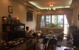 Cần cho thuê gấp căn hộ chung cư 57 Láng Hạ 125m2, 2 ngủ, đủ đồ nhà đẹp 13tr/tháng LH: 0989848332