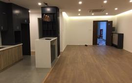 Chính chủ cho thuê căn hộ 57 Láng Hạ, DT: 122m2, 2 ngủ, đồ cơ bản, giá 12 tr/th