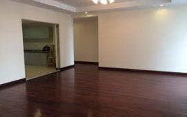 Cho thuê căn hộ 101 Láng Hạ, 189m2, 4 phòng ngủ, đồ cơ bản, chỉ 17 triệu/tháng