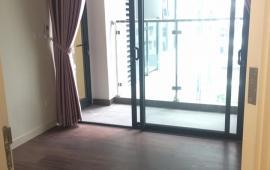 Cho thuê căn hộ chung cư 102 Thái Thịnh, 3 phòng ngủ, có một ít đồ. LH: 0965820086