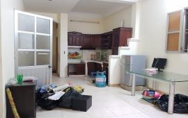Cho thuê căn hộ giá rẻ, 90m2, 2PN, Đội Cấn, Ba Đình