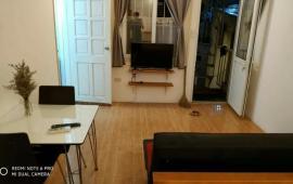 Cho thuê căn hộ phố Hàng Bún, Ba Đình, an sinh, ô tô đỗ cổng, đầy đủ tiện nghi, 6.5 tr/th