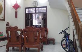 Nhà 3 mặt thoáng,nội thất cao cấp phố Nguyễn Văn Cừ 46m2, 5 tầng, măt tiền 5.6m, giá rất hợp lý