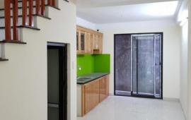 Cho thuê nhà riêng tại Đào Tấn DT: 60m2 x 3,5 tầng MT: 3,5m giá: 25 triệu/tháng LH: 0986476350