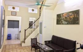 Cho thuê nhà riêng 35m2x3 tầng tại ngõ văn hương giá rẻ chỉ 5,5tr/th LH:0978685735
