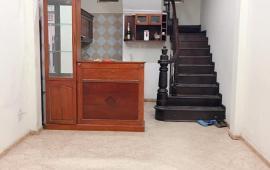 Nhà riêng 3,5tầng có 2 phòng ngủ phố đoàn thị điểm đống đa 8tr/th LH:0978685735