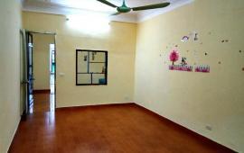 Cho thuê căn hộ tập thể nhà A25 Nghĩa Tân, Cầu Giấy 75m 2PN nhà sạch đẹp có đồ cơ bản giá 6,5 trệu