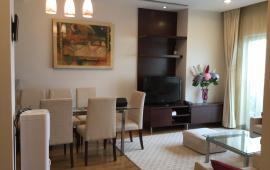 Cho thuê căn hộ chung cư cho người nước ngoài ở, tầng cao, ban công và phòng ngủ view Hồ Tây.