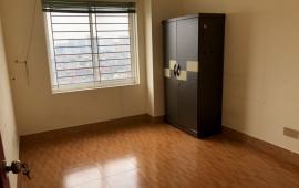 Cho thuê căn hộ 174 Giải Phóng, 80m2 2 p ngủ . LH: 038 7847288