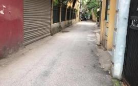 Nhà DT40M*5T – LÔ GÓC 2 MẶT THOÁNG – GIÁ QUÁ RẺ - Thông ngõ 135 Nguyễn Văn Cừ - Giá chỉ 2.5tỷ