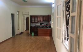 Cho thuê căn hộ tập thể T36 Bộ Công An 173 Trung Kính, Cầu Giấy 90m2 2PN 2VS căn góc nhà có đồ