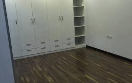 Cho thuê căn hộ ở Liễu Giai, 3pn, 130m2, đồ cơ bản, giá 14tr. Liên Hệ: 0967.905.158