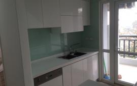Cho thuê căn hộ chung cư cao cấp D2 Giảng Võ, 130m2, 3PN, đủ đồ, view hồ Giảng Võ, 17 triệu/tháng